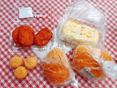 旭屋牛肉店の葉山牛コロッケと特製ポテトサラダと皮パン。葉山牛コロッケバーガーにして美味しくいただきました。