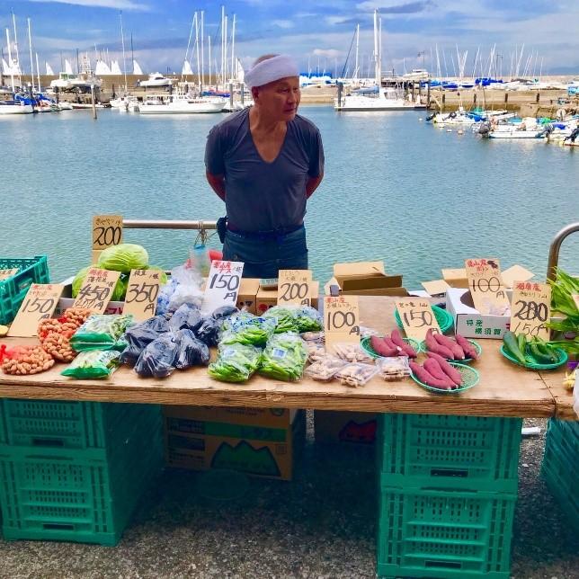 八百屋さん。葉山野菜がたくさん陳列されている。