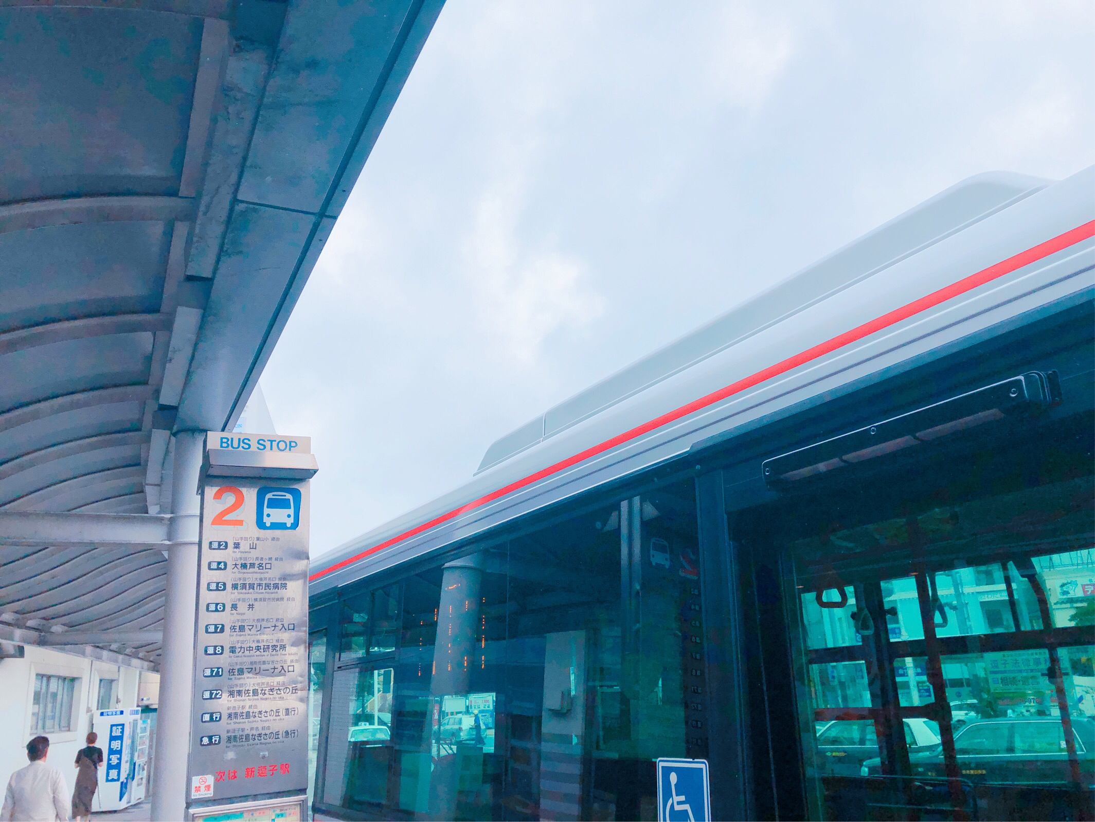 逗子駅、バス停2番乗場の写真です