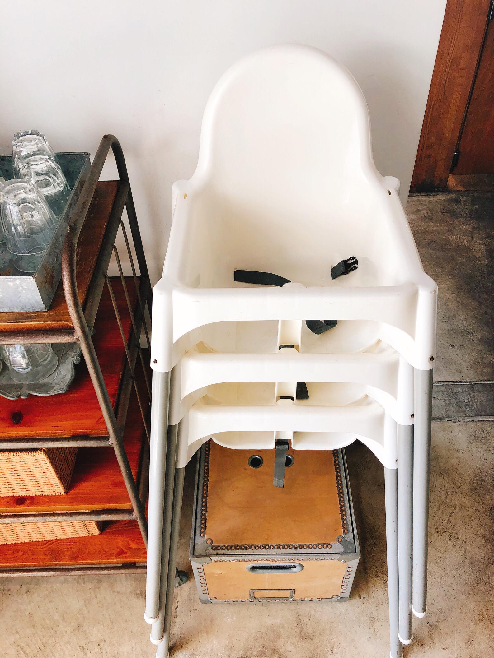 ダブルサンドイッチ、お子様用の椅子。たくさん用意されているのも嬉しい。