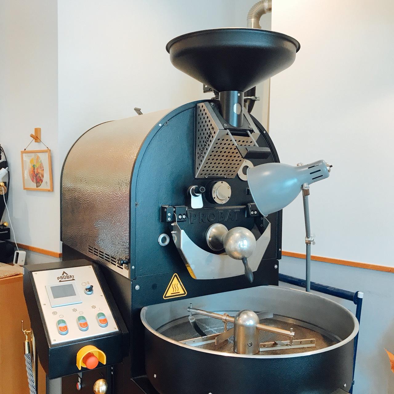 三角屋根のコーヒー焙煎機
