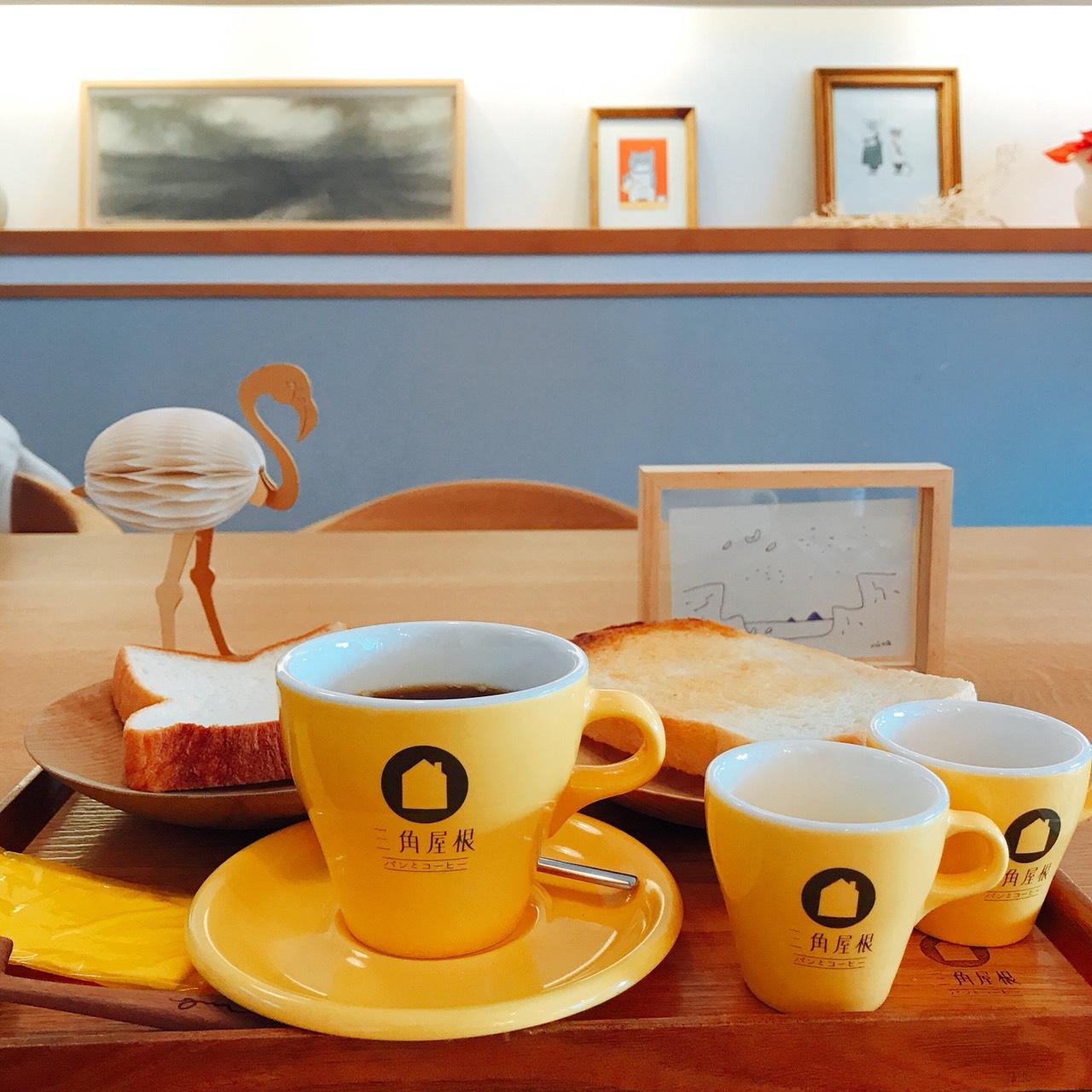 三角屋根のパンとコーヒー