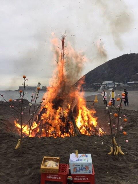 葉山どんど焼き。炎のアップ