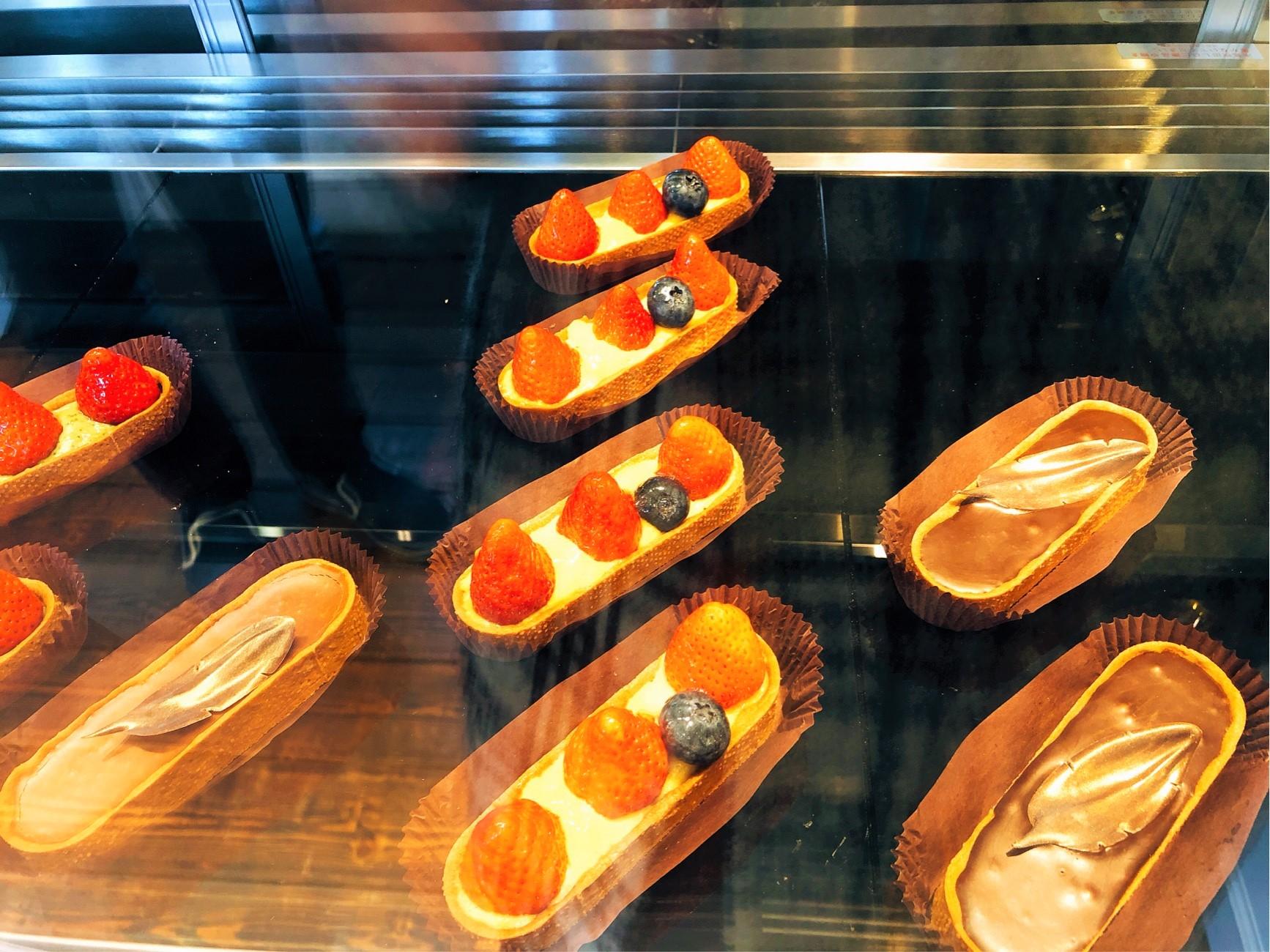 葉山で人気のチョコレート屋さん「Nicolas&Herbs(ニコラ&ハーブ)」のタルト。チョコレート以外にも揃っていて嬉しい。