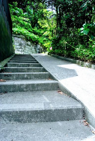 レストラン「えんがわ」から登る坂道