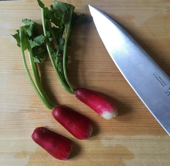 まな板に転がる鮮やかな野菜